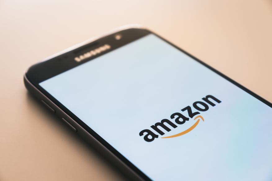 Πως η Amazon χειραγωγεί και εκμεταλλεύεται τους πελάτες της για να παραμείνουν συνδρομητές